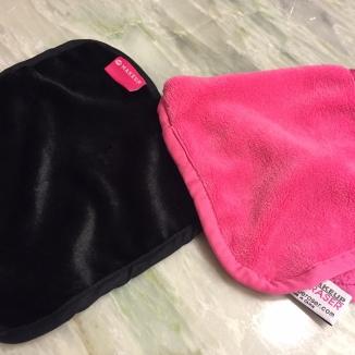 Acá tienen ambas toallas (la Eraser solo le le ve la punta...es mucho mas grande)