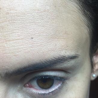 Bareminerals: La piel se ve mas natural. Se funde mucho mejor..literalmente como tinta